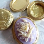sample-cameo-on-locket